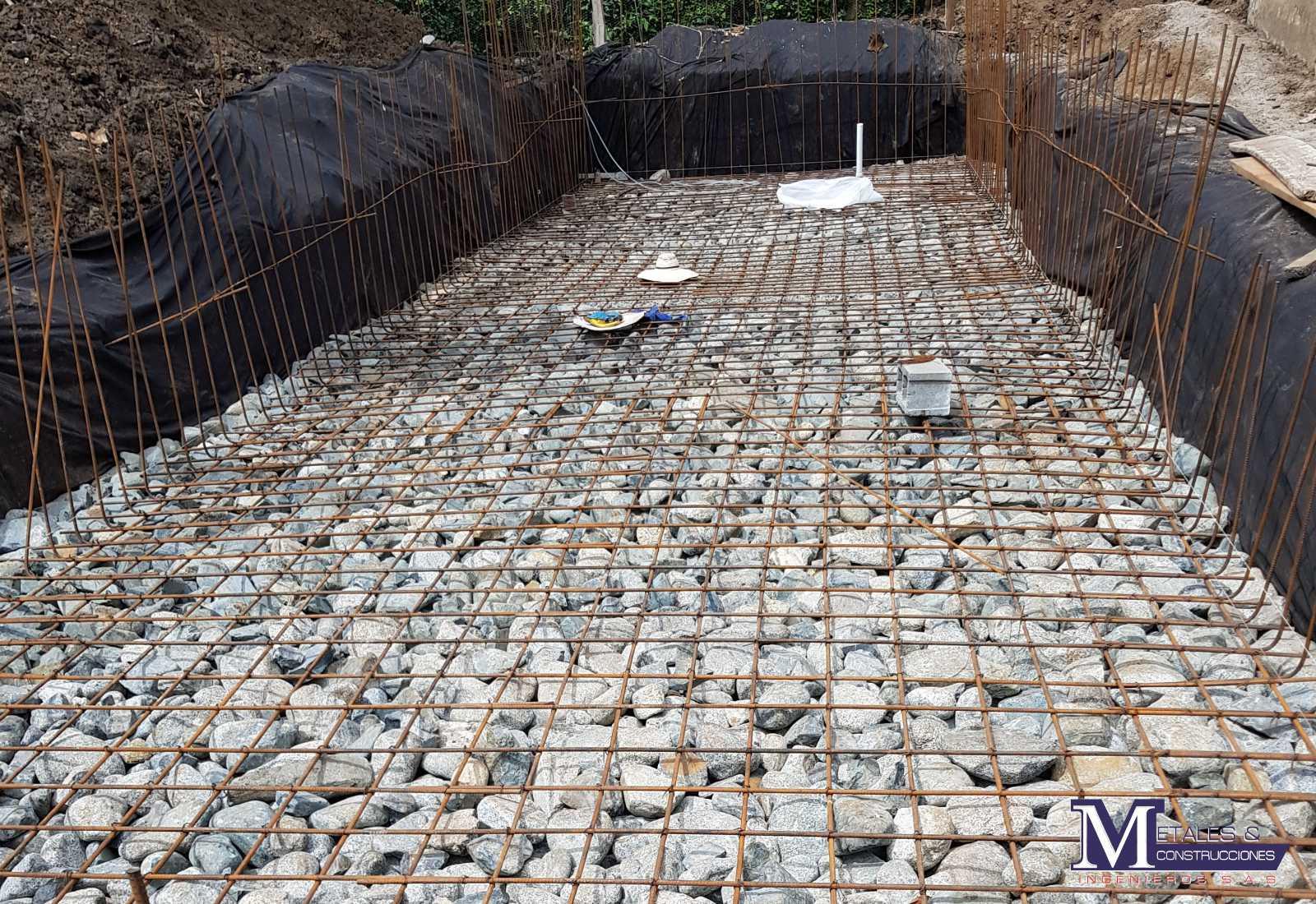Piscina Metales y Construcciones 2001